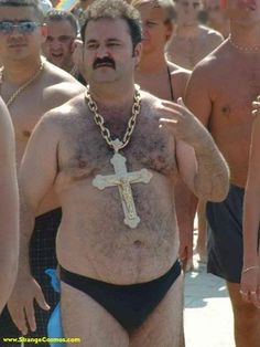 Look at the Size Of that Gold Chain ---- funny pictures hilarious jokes meme humor walmart fails Candid Photography, Documentary Photography, Weird Pictures, Beach Pictures, Amazing Pictures, Weird Facts, Karma, I Laughed, Documentaries