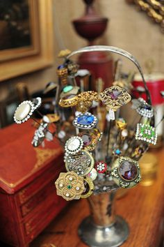 Hat pins, displayed in what may be a flower frog basket. Bijoux Art Nouveau, Flower Frog, Hat Boxes, Hijab Pins, Love Hat, Stick Pins, Hat Hairstyles, Hair Ornaments, Pin Cushions