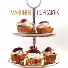 Herbstzeit ist für mich auch Marroni-(zu Deutsch Maronen) Zeit. Herrlich, als Vermicelles (bekanntes Dessert in der Schweiz mit Maronenpürree, Baiser, Kirsch-Schnapps und Schlagsahne) oder frisch v… Tiered Cakes, Cupcakes, Muffin, Place Card Holders, Sweets, Desserts, Tiramisu Recipe, Whipped Cream, Cherries