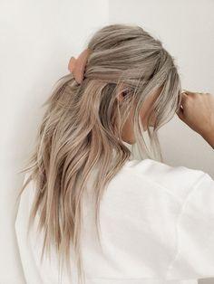 Blonde Hair Looks, Ash Blonde Hair, Ash Hair, Blonde Hair Inspiration, Hair Inspo, Clip Hairstyles, Pretty Hairstyles, Longbob Hair, Corte Y Color