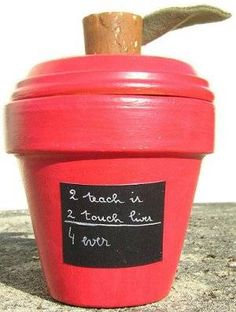 DIY crafts teacher gifts    http://familycrafts.about.com/od/giftsforteacher/a/claypotapple.htm