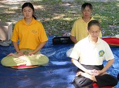 Meditace jako způsob získání rovnováhy a jistoty ve svém životě, a součást tzv. holistické (celostní) terapie chorob se dostává stále více pozornosti i moderní medicíny a psychoterapie. Abychom se však naučili jak meditovat, je důležité