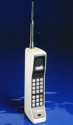 Il primo cellulare commerciale - The first Cell Phone EVER