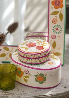 Box in papier mache Isn't this hand-painted little box with its decorative patterns just lovely! Perfect for storing your jewelry and other little things. Made of papier mache. Sizes: 4¾ x 4¾""