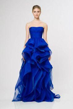 Num ano em que uma das principais tendências em vestidos de noiva é a cor, não resisto a sugerir este vestido de festa, da colecção Reem Acra Resort 2013, a noivas que procurem... something blue!