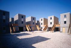 Conheça o projeto de Quinta Monroy, que faz parte do Elemental, programa de habitação social para pessoas de baixa renda em Iquique, no Chile. http://arktetonix.com.br/2012/10/quinta-monroy-elemental/