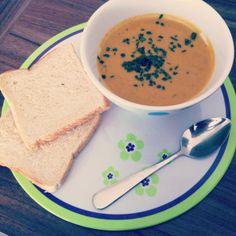 Gemüseschnippeln zur Entspannung, auch das kommt mir bekannt vor. Ellekens Gemüsesuppe ist das Ergebnis. http://luelle82.wordpress.com/2013/03/13/vegan-wednesday-3/