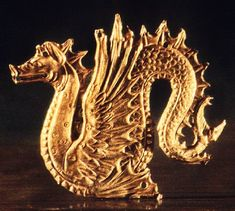 Scythian gold dragon from Kulova Ancient History, Art History, Sphinx, Argent Antique, Gold Dragon, Dragon Jewelry, Ancient Jewelry, Ancient Artifacts, Bronze Age