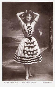 Madge Lessing | Madge Lessing Vintage Movie Stars, Vintage Movies, 1900s Fashion, Edwardian Fashion, Kino Theater, The Belle Epoque, Riding Habit, English Actresses, Silent Film