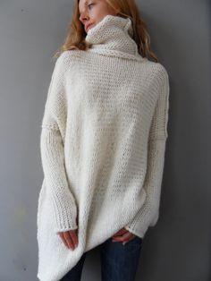 Oversized Chunky  knit sweater. Slouchy / Bulky / Loose knit woman sweater. Off -white Alpaca / Wool sweater.
