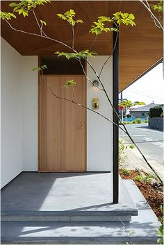 画像詳細 | KASHA - カシャ - Modern Entrance Door, Entrance Doors, Japanese Home Design, Japanese House, Natural Interior, Japanese Architecture, Small House Design, Facade House, My Dream Home