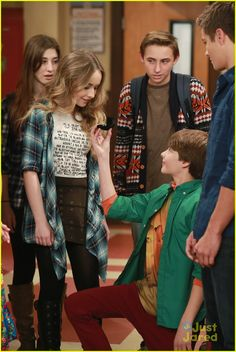 "#GirlMeetsWorld 2x02 ""Girl Meets the New World"" - Farkle gets down on one knee for Maya"