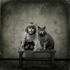 A amizade de uma menina e seu gato numa linda série de fotos feita pelo seu pai