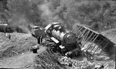 [Hetch Hetchy Railroad #4: Wrecked Locomotive At Six Bit Gulch] / [Graphic] 1922 Sept. 13