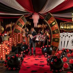 Our Casino Grand Theme Kit is a great way to welcome your high rollers! This exclusive decorating kit includes a roulette entrance, a casino sign, gold palm trees, slot machine props, and more. Party Food Themes, Casino Party Decorations, Casino Party Foods, Casino Theme Parties, Party Centerpieces, Casino Royale Theme, Party Ideas, Themed Parties, Diy Game