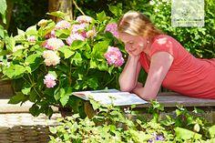 Was gibt es schöneres als im eigenen Garten zu entspannen? Endless Summer® Hortensien geben jeder Terrasse im Handumdrehen einen romantischen, behaglichen Flair.