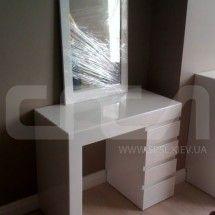 Туалетный столик в белом. Украсит любую спальню.