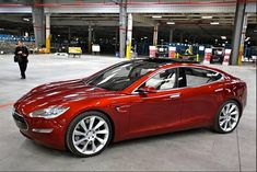 Tesla's Model III Goes 320km Per Charge And Costs $35,000... - http://www.ecosnippets.com/alternative-energy/teslas-model-iii/