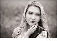 CLASS OF 2017  – ILLINOIS SENIOR PHOTOGRAPHER - Senior girl photos in field - black & white senior girl photo -  Stephanie Hulthen, Photographer | www.StephanieHulthenPhotography.com