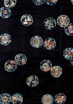книги из серии V&A Patterns. The Fifties Japanese Textiles, Japanese Fabric, Japanese Prints, Japanese Art, Chinese Culture, Chinese Art, Traditional Japanese Kimono, Chinese Patterns, Batik Art