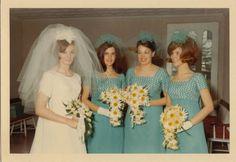 VINTAGE KODACOLOR PHOTO BRIDE & BRIDESMAIDS COLORFUL DRESSES DAISIES 1967