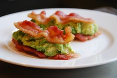 Don't these bacon and guacamole sammies look good? Fitbomb noshed on them while I slept….The ingredients: 4 strips of thick-cut pastured bacon Guacamole Whole 30 Breakfast, Paleo Breakfast, Breakfast Recipes, Breakfast Ideas, Nom Nom Paleo, Paleo Bacon, Bacon Recipes, Bacon Bacon, Paleo Food