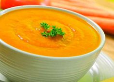 This carrot ginger soup recipe is delicious! It's full of vitamin A, nutrients and flavor that is sure to please! Add it to a meal or enjoy it by itself. Ginger Soup Recipe, Carrot Ginger Soup, Sweet Carrot, Crockpot Recipes, Soup Recipes, Vegetarian Recepies, Vegan Soups, Tomato Gazpacho, Detox Soup