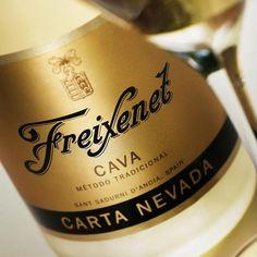 """R$ 77,50 - """"Qual o segredo de um bom vinho? Não há. A terra e as videiras nos dão seu melhor, enquanto nós contribuímos com nossa capacidade de aperfeiçoamento e com nossa experiência e criatividade"""". José Ferrer Sala, filho dos fundadores da Freixenet e Presidente Honorário do Grupo Freixenet"""