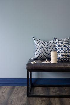 Støvete blå FR1430, en støvete og klassisk gråblå farge. Fargen har et preg av betong over seg. Den kan fint kombineres med andre farger#skinnbenk#puter#gang#blå#blue#entrance#inspirasjon#inspiration#Fargerike Entryway Bench, Ikea, Furniture, Home Decor, Entry Bench, Hall Bench, Decoration Home, Ikea Co, Room Decor