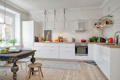 L-shaped kitchen design is using a couple of adjacent walls in the design. Other designs feature one standing wall and an open countertop. Basic Kitchen, New Kitchen, Kitchen Dining, Kitchen Decor, Kitchen White, Kitchen Ideas, Kitchen Wood, Kitchen Trends, Vintage Kitchen