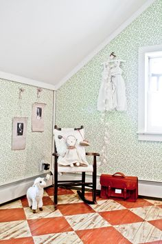 How to create a stunning vintage kids room - DIY home decor - Your DIY Family Kids Decor, Diy Home Decor, Room Decor, Le Logis, Wood Stone, Kids Room Design, Painted Floors, Kid Spaces, Kids Bedroom