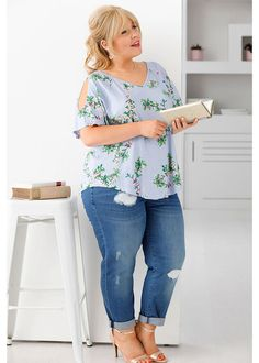 Maite Kelly, Flower Power, Plus Size Outfits, Must Haves, Beautiful Women, Celebs, Hair, Shirts, Beauty