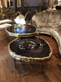 Pair of petrified wood coffee table / collection Galerie Glustin - epoxy resin