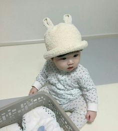 Image in 💣 collection by oppataehyung on We Heart It - Imagem de ๖ۣۣۜSᴇᴍᴘᴀɪ You are in the right place about baby boy Here we offer you the - Cute Asian Babies, Korean Babies, Asian Kids, Cute Babies, Half Asian Babies, Cute Little Baby, Little Babies, Baby Kids, Baby Boy