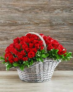 С Днём Рожденья. Red Rose Bouquet, Red Rose Flower, Beautiful Rose Flowers, Romantic Flowers, Silk Flowers, Red Roses, Basket Flower Arrangements, Table Flowers, Rose Basket