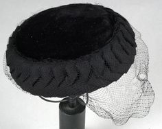 Hat: ca. 1950-1959, silk. Search for 17284.