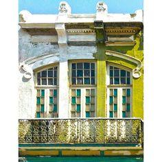 Old House Downtown. Casa velha no centro. #house #old #window #downtown #riodejaneiro #instagram #instamood #webstagram #robertotostes #brazil - @robertotostes- #webstagram
