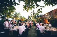 Rustic Garden Wedding in Borgo Petrognano - fary lights and summer atmosphere in the Tuscan hills #LeliaScarfiotti Fotografa All Rights Reserved GUIDI LENCI www.guidilenci.com in collaboration with #Sposiamovi