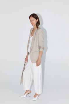 ZARA - Female - Linen blazer with pockets - Light mink - S Linen Suit, Linen Blazer, Zara Shop, Blazer Shirt, Zara Blazer, Blazer Outfits For Women, Suits For Women, Clothes For Women, Oufits Casual