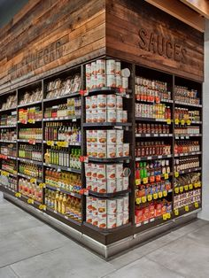 Going to Market Small Store Design, Shoe Store Design, Retail Store Design, Showroom Interior Design, Vegetable Shop, Pharmacy Design, Fruit Shop, Store Layout, Commercial Design
