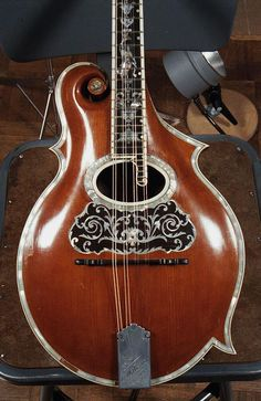 The Mandolin Archive: 1906 Orville Gibson F Mandolin #