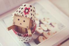 Amazon Box Robot: cupcakes!