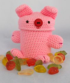 amigurumi, a crochet pig, virkad gris