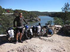 #turismoenchihuahua #visitachihuahua #ahchihuahua TURISMO EN CHIHUAHUA En el lago Arareko, se pueden realizar diferentes actividades entre las que se encuentran poder remar, montar a caballo, paseos en bicicleta, etc. Si te gusta caminar, se pueden recorrer las veredas que rodean a este hermoso lago y llegar hasta la cascada de Rukiraso. No puedes dejar de conocer este lugar, te invitamos a visitar el hermoso estado de Chihuahua. www.turismoenchihuahua.com