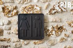 WC-Zeichen aus Bronze,Accessoires,Produit,intérieur,brut,produitinterieurbrut,WC-Zeichen aus Bronze und vieles mehr accessoires von PIB, Ihrem Spezialisten für Möbel, Beleuchtung und Dekoration im Vintage Style .
