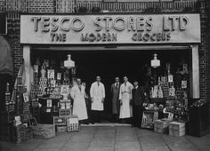 Earn 25 Clubcard points Avios) every month with Tesco Views Vintage London, Old London, Old Photos, Vintage Photos, Belle Epoch, Bethnal Green, London History, Old Street, The Old Days