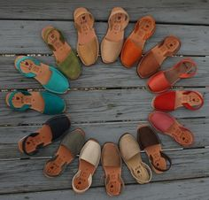 Avarca is he name of this kind of sandall. Ria Menorca Avarcas are the authentic handmade leather footwear of the Spanish island of Menorca. Sock Shoes, Cute Shoes, Me Too Shoes, Shoe Boots, Shoes Pic, Menorca, Sandals Outfit, Shoes Sandals, Strappy Flats
