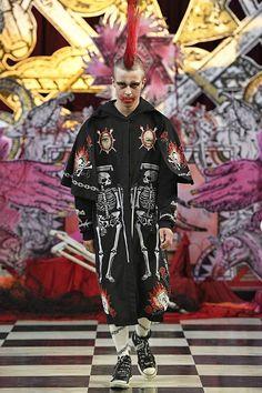 See all the Collection photos from Dilara Findikoglu Spring/Summer 2018 Ready-To-Wear now on British Vogue Weird Fashion, Dark Fashion, High Fashion, Runway Fashion, Fashion Show, Fashion Design, Dilara Findikoglu, Kitsch, Conceptual Fashion