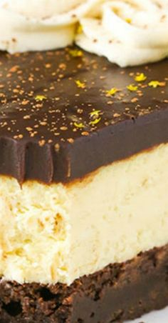 Crazy for cheesecake? Well then you have to try this Baileys Irish Cream Cheesecake! Featuring a chocolate cookie crust, creamy Baileys Irish Cream Cheesecake filling,…View Post Baileys Cheesecake, Brownie Cheesecake, Sopapilla Cheesecake, Chocolate Cheesecake, Chocolate Brownies, Cheesecake Recipes, Dessert Recipes, Chocolate Ganache, Creamy Cheesecake Recipe