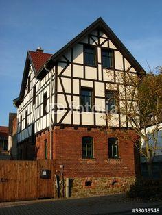 Saniertes Fachwerkhaus mit Mauerwerk aus Backstein in Atzbach bei Wetzlar in Mittelhessen